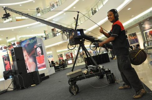 rizky broadcaster Jimmy Jib tri angle senayan city